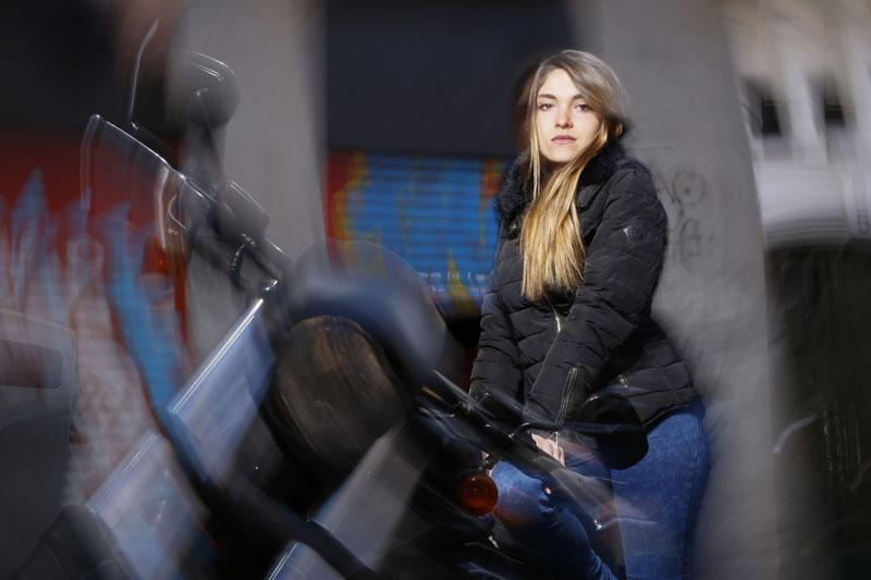 Fotografía por Manuel Trigo, A Cámara producciones. Barrido de giro con flash a la modelo.
