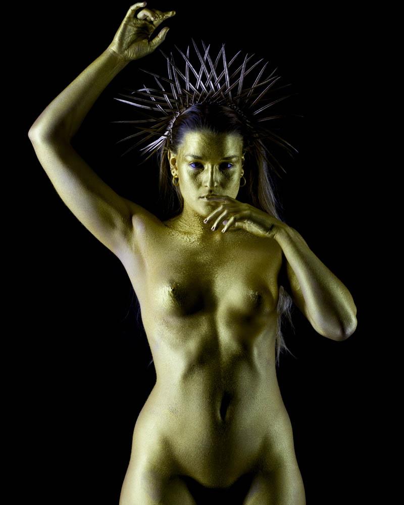 Fotografía y bodypainting con pintura metalizada dorada por Manuel Trigo, A Cámara producciones. Pintura metálica, purpurina, efecto oro, efecto dorado.