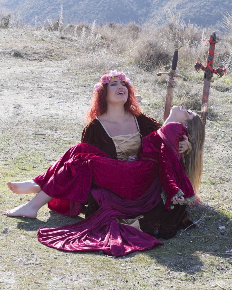Sara Trujillo y Jenny. Sesion medieval. Piedad