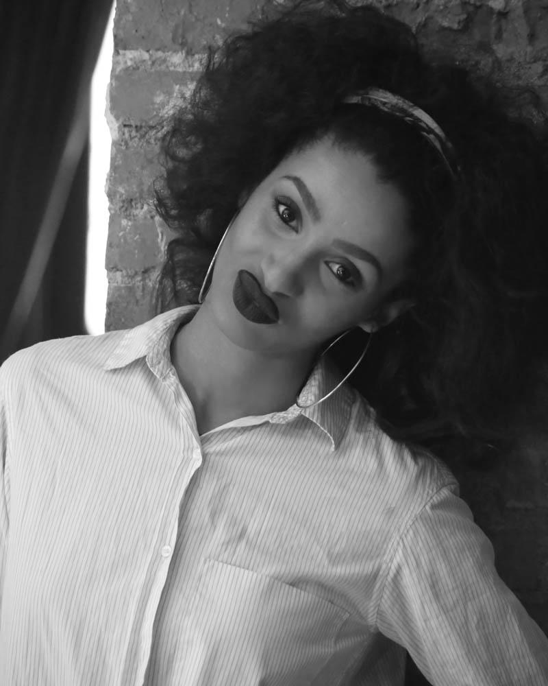 Trisha Fernández durante un rodaje, en B&W