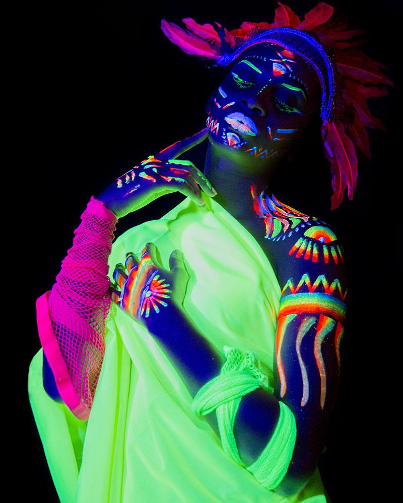 Trisha Fernández. Neon. Flúor. Fosforito