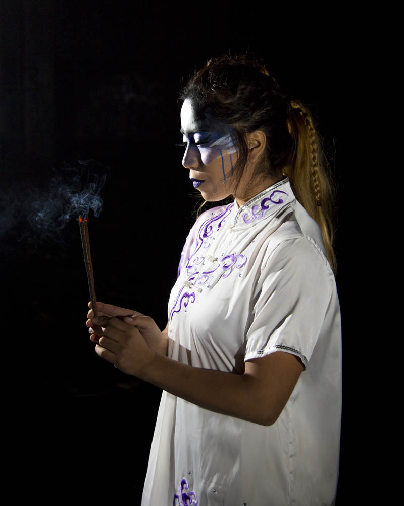 kimono, maquillaje y humo de incienso